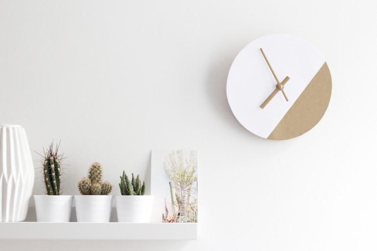 Horloge graphique faite à la main