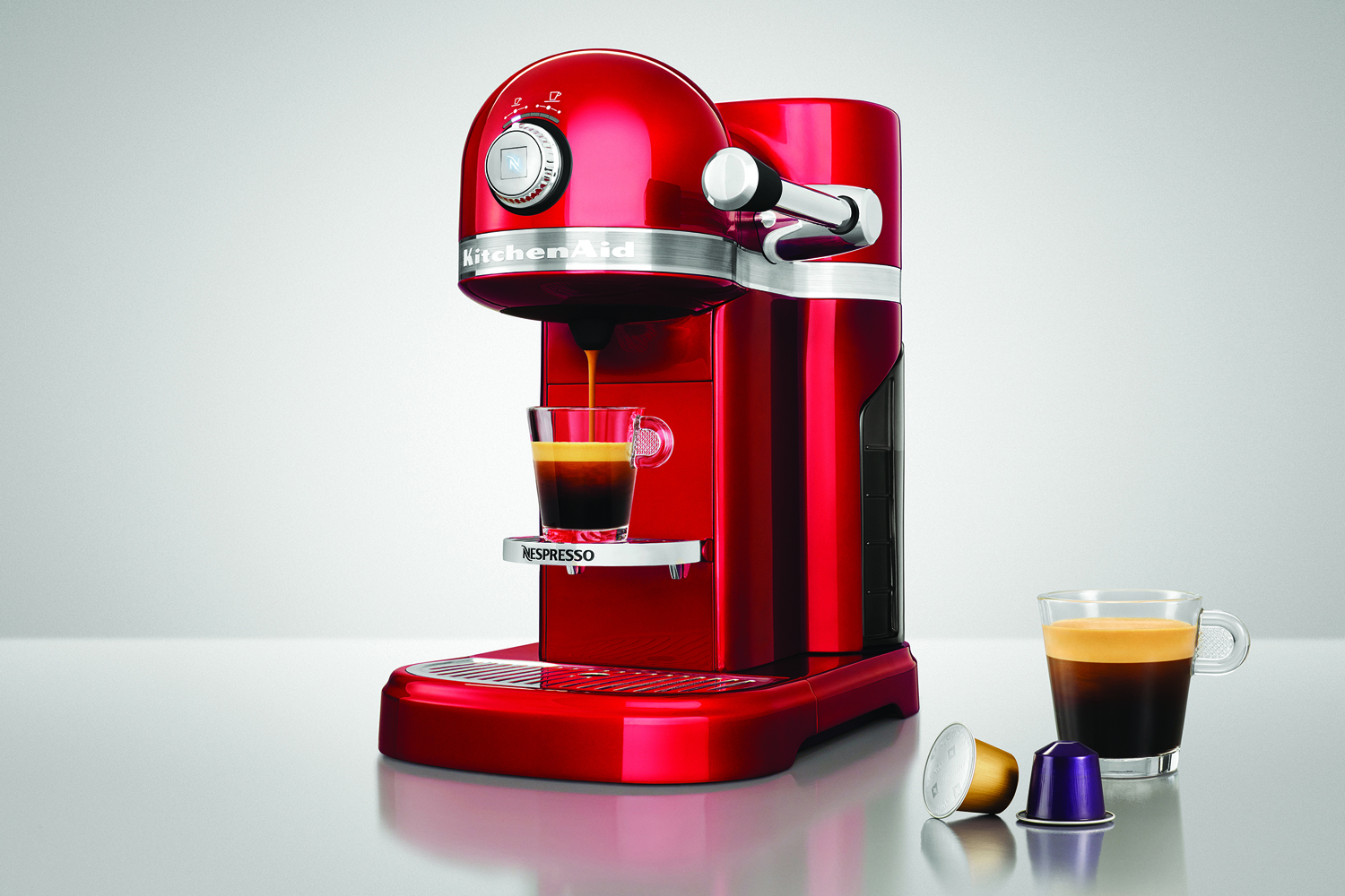 la machine caf r tro nespresso kitchenaid. Black Bedroom Furniture Sets. Home Design Ideas