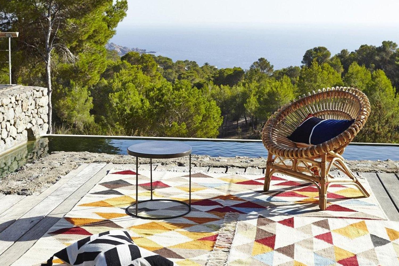 le fauteuil en rotin roulis ampm. Black Bedroom Furniture Sets. Home Design Ideas