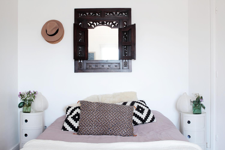 o trouver une jolie table de chevet pour la chambre. Black Bedroom Furniture Sets. Home Design Ideas