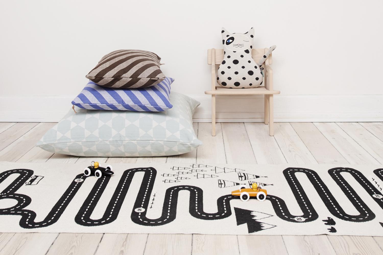 des tapis fun et graphiques pour les kids h ll blogzine. Black Bedroom Furniture Sets. Home Design Ideas