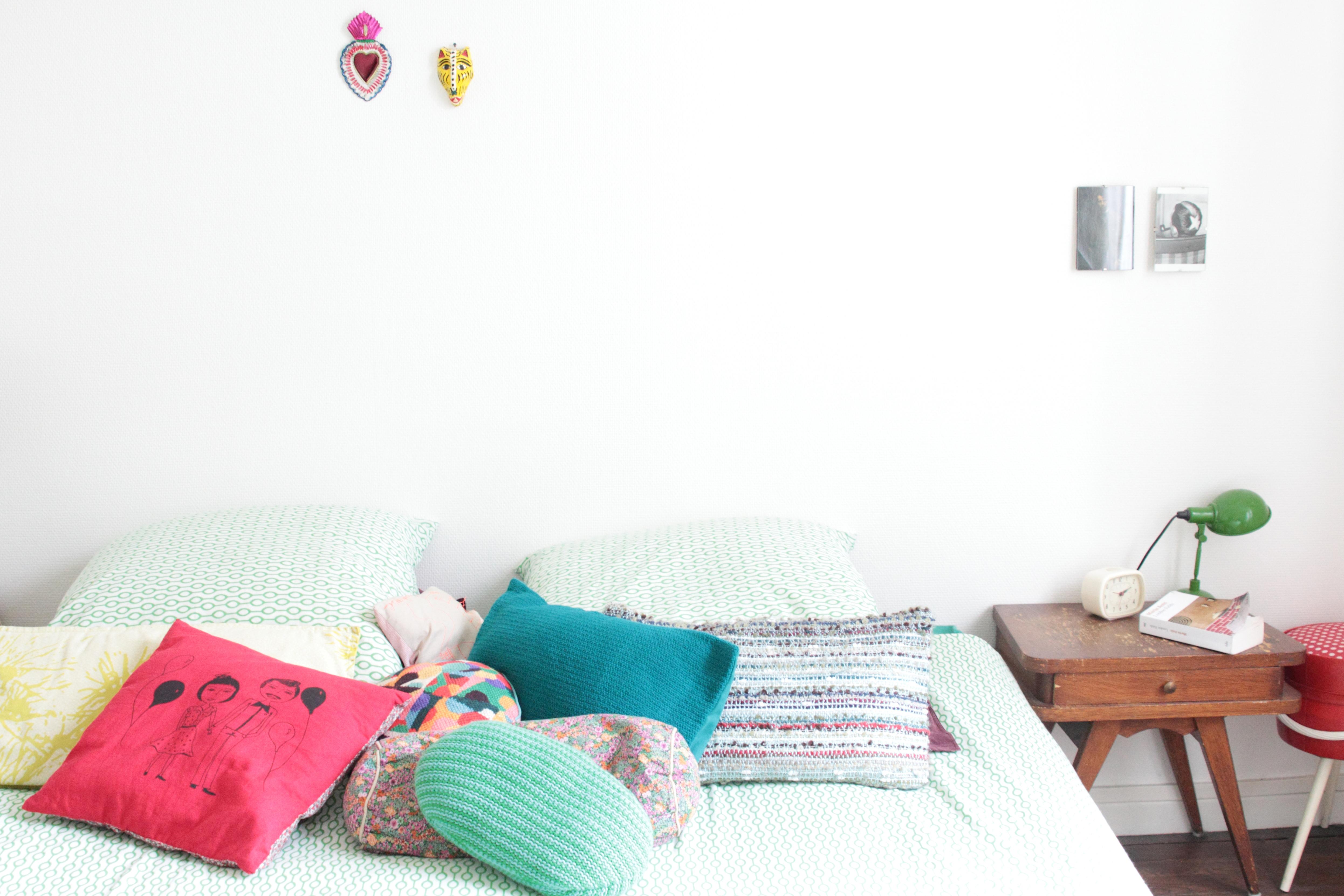 home tour video l 39 univers haut en couleurs d 39 emilie. Black Bedroom Furniture Sets. Home Design Ideas