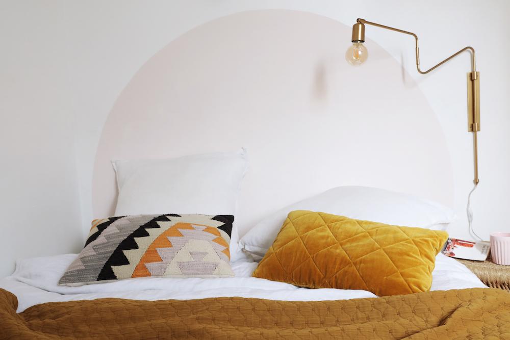 comment r aliser une t te de lit ronde en peinture. Black Bedroom Furniture Sets. Home Design Ideas